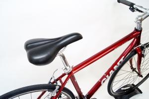 サドルも街乗りクロスバイクに ...